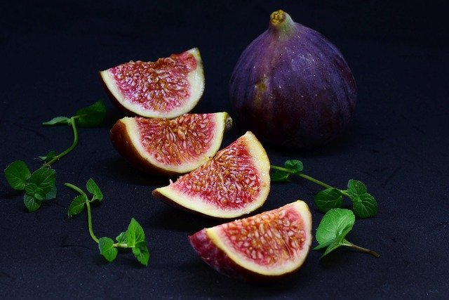 Do Parrots Like Figs & Are They Good For Them?